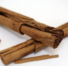Article-page-main-ehow-images-a06-v8-0e-make-smell-like-cinnamon-vanilla-800x800